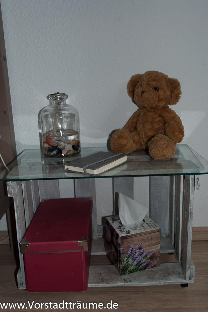 nachttisch aus weinkisten vorstadt tr ume. Black Bedroom Furniture Sets. Home Design Ideas